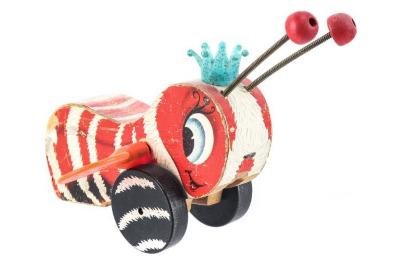 Queen Buzzy Bee Pull Toy